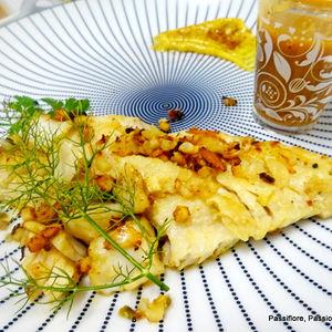 Daurade grillée aux amandes effilées, noisettes avec un filet de soupe de daurade